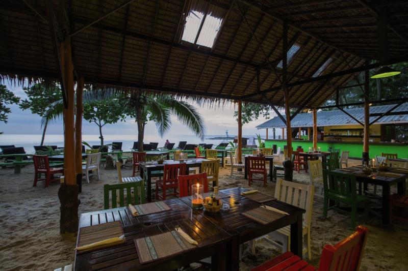 Suwan Palm Beach Resort Terrasse