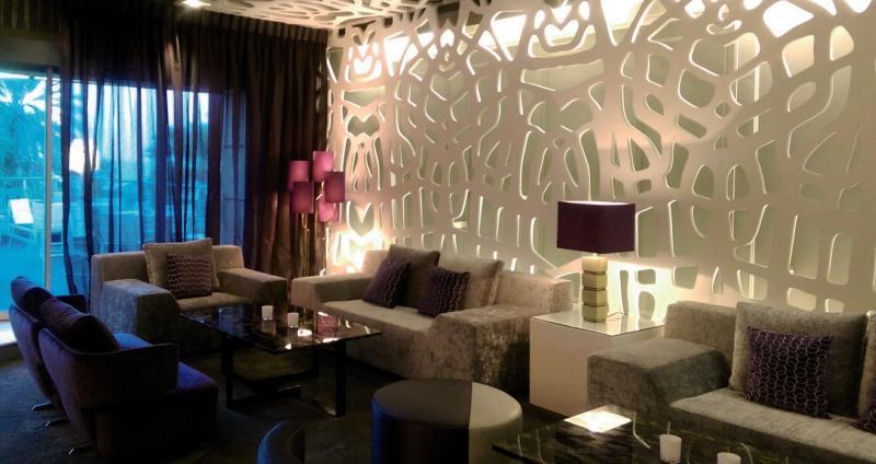 Grand Hyatt Muscat Bar