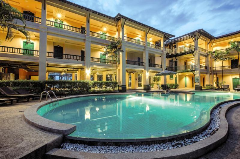 Suwan Palm Beach Resort Pool