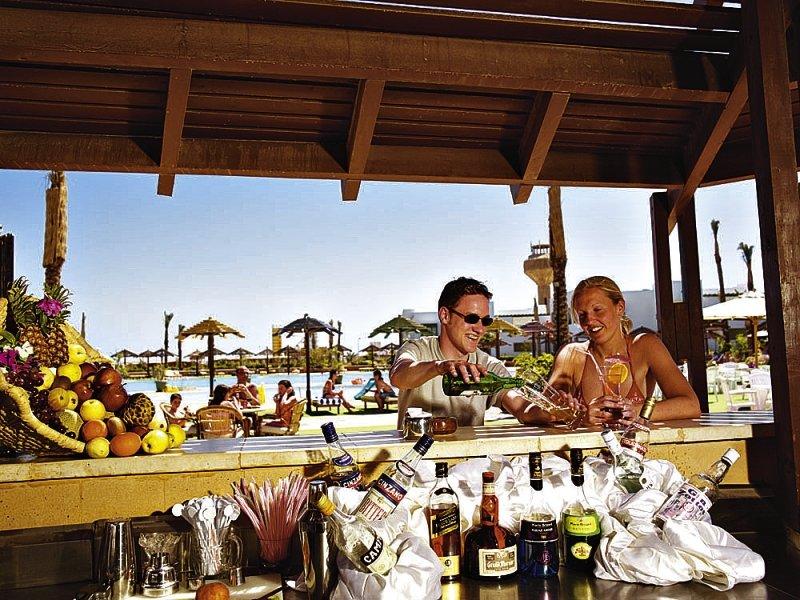 Coral Beach Resort Montazah Bar