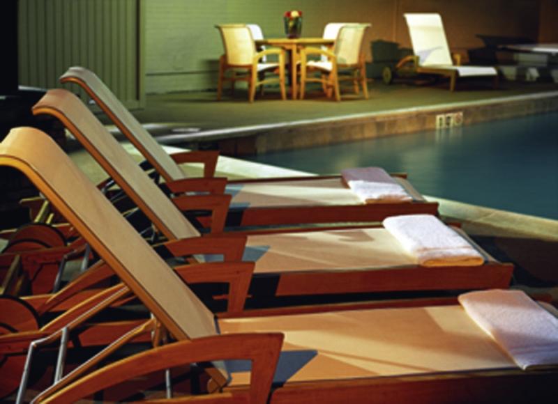 Holiday Inn Denver-Cherry Creek Pool