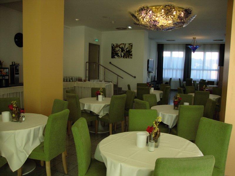 Lenas Donau Restaurant