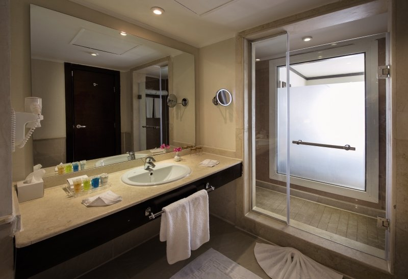 SUNRISE Montemare Resort - Erwachsenenhotel Badezimmer